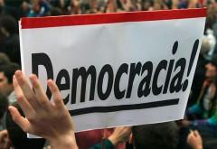 REFORZAR LAS VOCES DE LA DEMOCRACIA